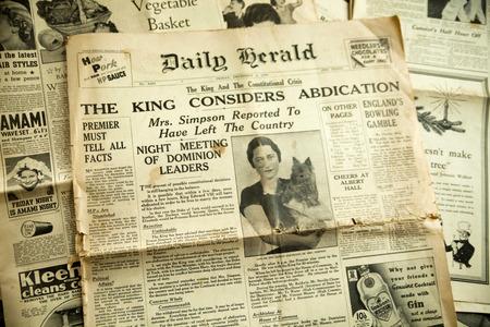oude krant: Vintage nieuws papier achtergrond