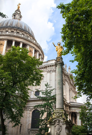 st pauls: LONDON, UK - 18 AUGUST, 2014: St. Pauls cathedral, view from the garden