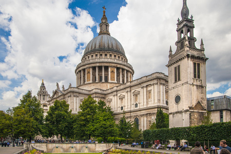 architectural heritage: LONDON, UK - 18 AUGUST, 2014: St. Pauls cathedral, view from the garden