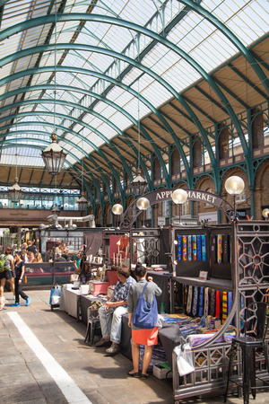 Covent Garden market, one of the main tourist attractions in London, known as restaurants, pubs, market stalls, shops and public entertaining.