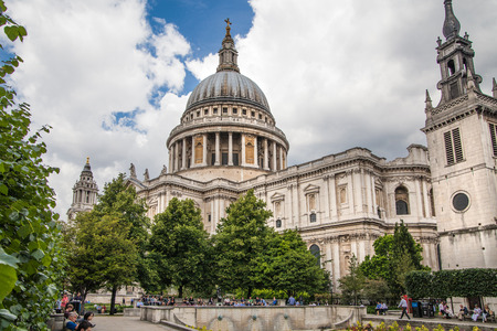 st pauls: Title: LONDON, UK - 18 AUGUST, 2014: St. Pauls cathedral, view from the garden