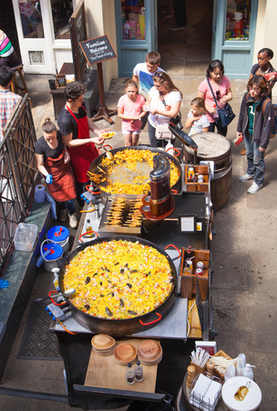 Paella in Covent Garden market, one of the main tourist attractions in London, known as restaurants, pubs, market stalls, shops and public entertaining.