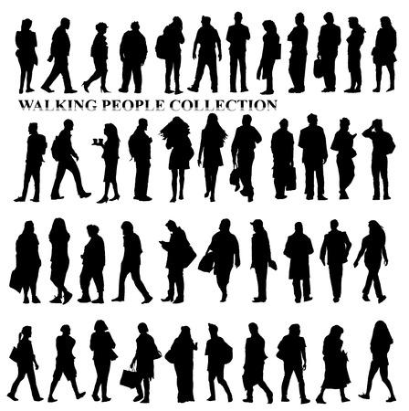 parejas caminando: Siluetas de la gente que camina, el cuidado bolsas, hablar por teléfono, etc Colección del bosquejo