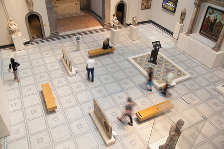 great hall: LONDON, UK - AUGUST 24, 2014: Victoria and Albert Museum exhibition hall. Editorial