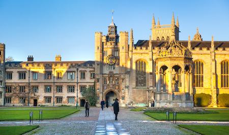 三位一体大学のケンブリッジ大学 (1546 年ヘンリー八世によって設立された) 報道画像