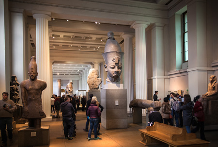 LONDON, UK - NOVEMBER 30, 2014: British museum Egyptian sculpture hall, Pharaoh Rameses 新聞圖片