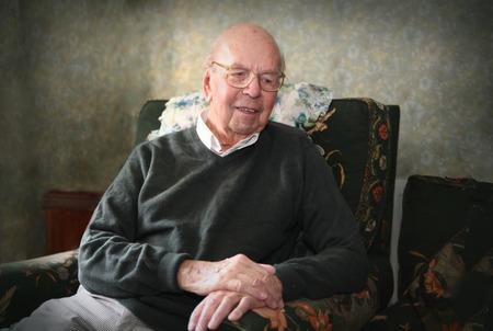 hombre viejo: Retrato de hombre de 93 a�os de edad Ingl�s en el entorno dom�stico