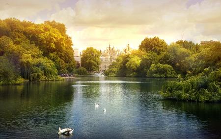 Coucher de soleil dans le parc de Londres Banque d'images - 43360135