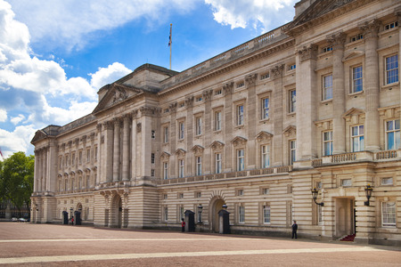 queen elizabeth: LONDON, UK - MAY 14, 2014: Buckingham Palace the official residence of Queen Elizabeth II Editorial