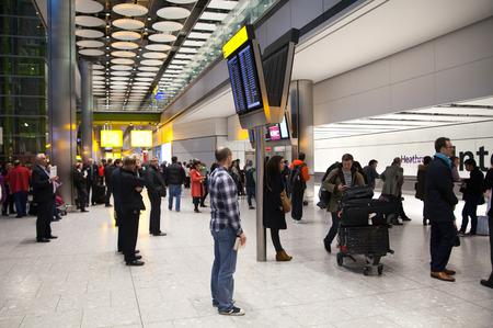 LONDRES, Royaume-Uni - 28 mars 2015: Intérieur de l'hôtel de l'aéroport de départ Heathrow Terminal 5. Nouveau bâtiment