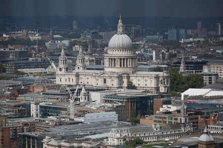 dealings: London panorama. St. Pauls cathedral