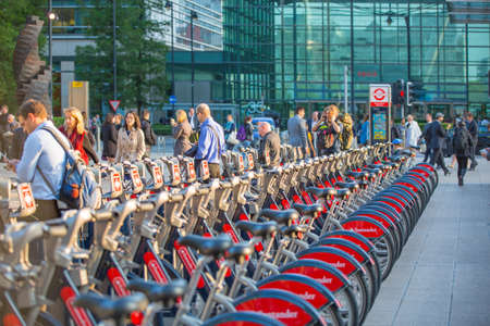 boris: LONDON, UK - SEPTEMBER 9, 2015: Bike line in Canary Wharf. Business life of London Editorial