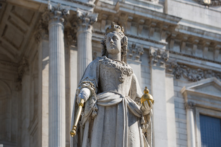 queen victoria: LONDON, UK - JULY 6, 2014: Queen Victoria monument next to St. Pauls cathedral