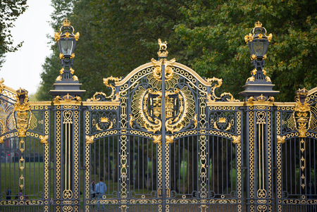buckingham: LONDON, UK - OCTOBER 4, 2016: Main entrance to the Green park with people passing the gate
