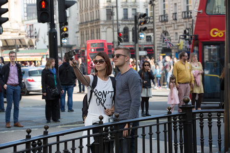 pall: LONDON, UK - OCTOBER 4, 2016: Tourists making a selfie in Regent street Editorial