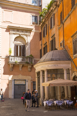 mediterranian homes: ROME, ITALY - APRIL 8, 2016:  Restaurant and people waiting to be served at the Romes street Editorial
