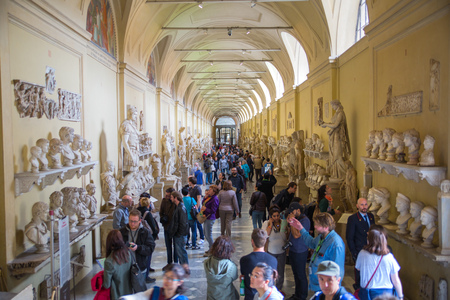 lots people: ROME, ITALY - APRIL 8, 2016: Roman marble sculptures from Museums of Vatican. Exhibition hall with lots to people