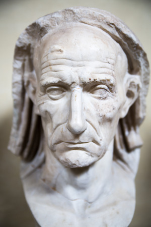 escultura romana: ROME, ITALY - APRIL 8, 2016: Old Roman man. Marble sculpture from Museums of Vatican