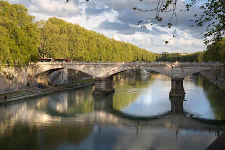 tevere: Isola, Island in the middle of Flume Tevere, River Tider