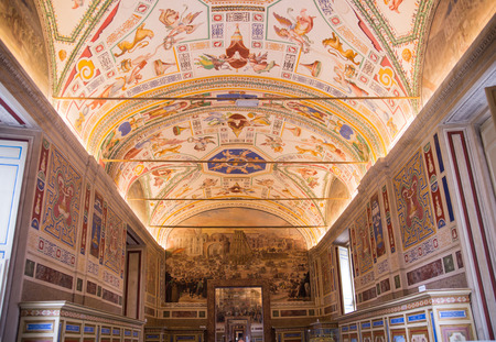 ROME, ITALY - APRIL 8, 2016: Museums of Vatican painted galleries. Exhibition hall with walking people Reklamní fotografie - 61351754