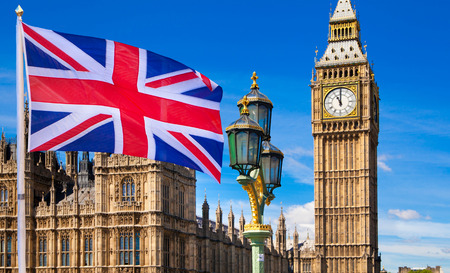 Chambre du Parlement et drapeau britannique