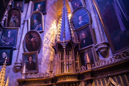 alfarero: Leavesden, London, UK - 1 March 2016: Interior of Dumbledore office and Professors costume. Decoration Warner Brothers Studio for Harry Potter film Editorial