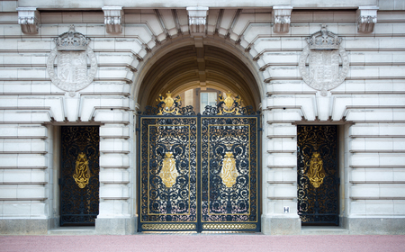 royal: London, UK - October 4, 2016: Royal balcony, Buckingham Palace the official residence of Queen Elizabeth II. Main gates Editorial