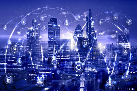 런던과 템스 강 일몰에서. 통신 및 비즈니스 아이콘, 네트워크 연결 개념 그림. 스톡 콘텐츠