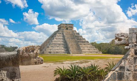 Meksyk, Chichen Itza, Jukatan. Piramida Majów w Kukulcan El Castillo