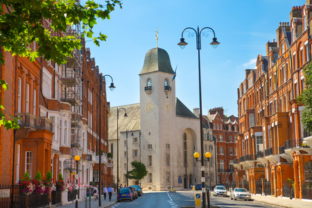 London, UK: Residential aria of Kensington and Chelsea. Cadogan gate with row of periodic buildings. Luxury property in the centre of London. Imagens