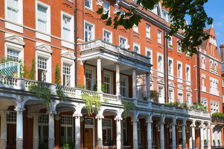 London, UK - August 25, 2017: Residential aria of Kensington and Chelsea. Cadogan gate with row of periodic buildings. Luxury property in the centre of London. Imagens