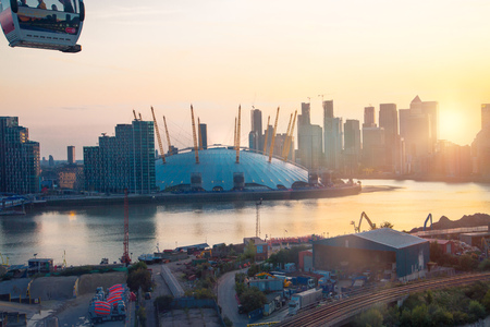 London, UK - August 27, 2019: Canary Wharf, river Thames and London Arena view at sunset. Foto de archivo - 129659450