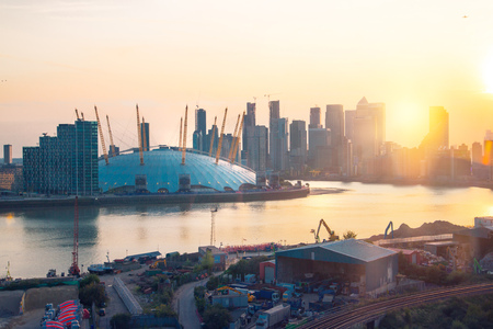 London, UK - August 27, 2019: Canary Wharf, river Thames and London Arena view at sunset. Foto de archivo - 129659454
