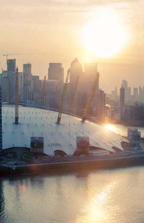London, UK - August 27, 2019: Canary Wharf, river Thames and London Arena view at sunset. Foto de archivo - 129659456