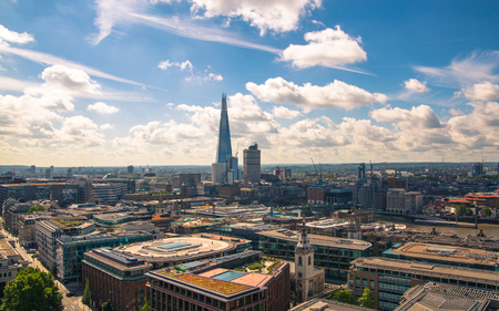 London, UK - June 20, 2019: City of London view from the St. Paul's cathedral at sunny summer day. View includes skyscrapers of banking and offie area Foto de archivo - 129746154