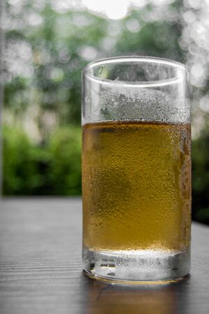cold sweet tea with condensation and blurred background Stockfoto