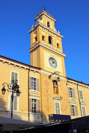 reloj de sol: Ayuntamiento con reloj de sol, Parma, Italia.