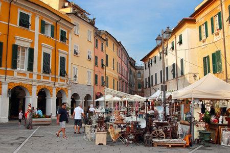 sarzana: SARZANA, ITALY - AUGUST 10, 2015: Market of antique objects at the old historic square - Piazza Giacomo Matteotti in Sarzana, Tuscany region, Italy. Editorial