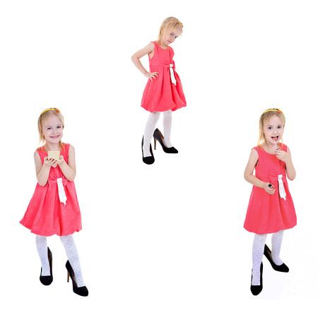belle brunette: 3 portraits d'une petite fille debout sur fond blanc.