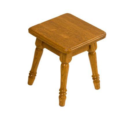 silla de madera: Peque�a silla de madera sobre fondo blanco