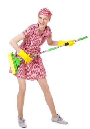 Playful sprzątaczka z mopem na białym