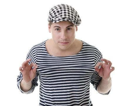 rowdy: Mira travieso ruidoso hombre joven y guapo en traje de rayas y una gorra con estilo