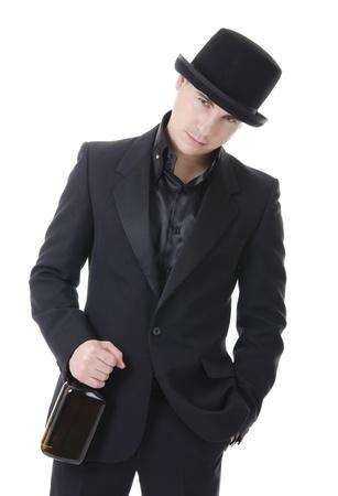 11140813 - Hombre serio con la botella de whisky en traje negro y sombrero  estilo austero d6c0d78d48b