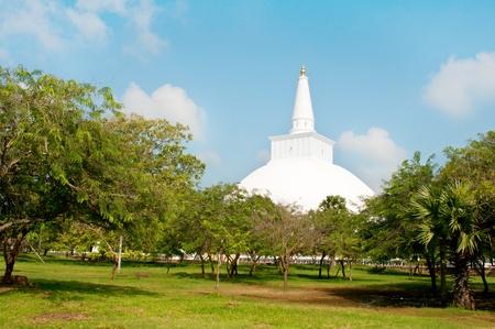 anuradhapura: Buddhist white stupa Ruvanveli, Anuradhapura, Sri lanka