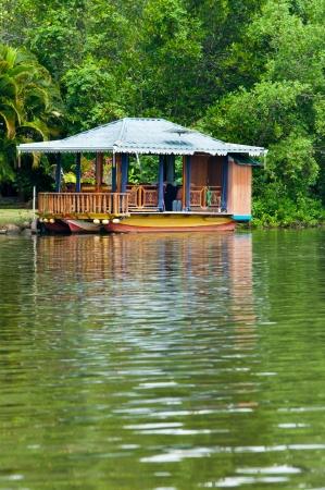 Petit restaurant flottant Banque d'images - 14000244