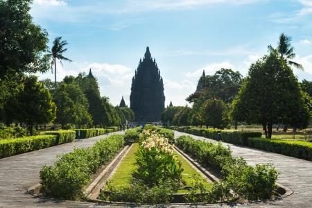 creador: Entrada principal en Candi Candi Prambanan o Rara Jonggrang es un noveno siglo templo hind� en Java Central, Indonesia, dedicada a la Trimurti Brahma el creador, Vishnu el Preservador y Shiva el Destructor Editorial