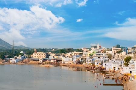 hindues: Vista del santuario sagrado para los hind�es ciudad de Pushkar, Rajasthan, India
