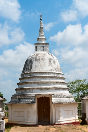 aukana buddha: Small white stupa temple with wooder door in Avukana, Sri Lanka