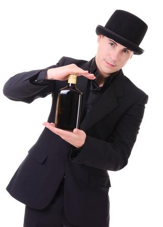 20689869 - Apuesto hombre de moda de estilo retro con una botella de  bebida de alcohol en la mano aisladas sobre fondo blanco e78afa39fc3