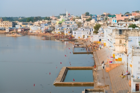 hindues: Vista del lugar sagrado, sagrado para los hind�es la ciudad de Pushkar, Rajasthan, India.